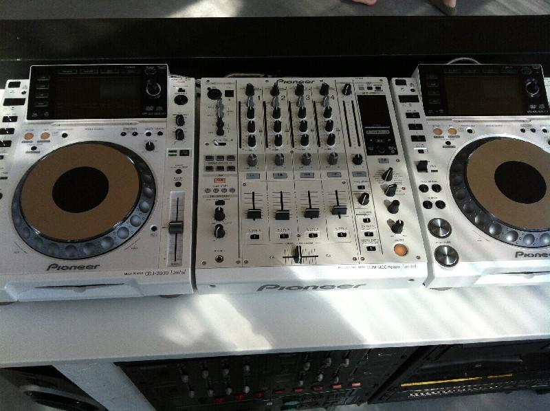 DJ Pioneer CDJ-2000 Nexus Set: 2x CDJ-2000NXS-M, 1x DJM-900NXS-M, 1x RMX-1000-M, 1x RMX-1000-M-Stand