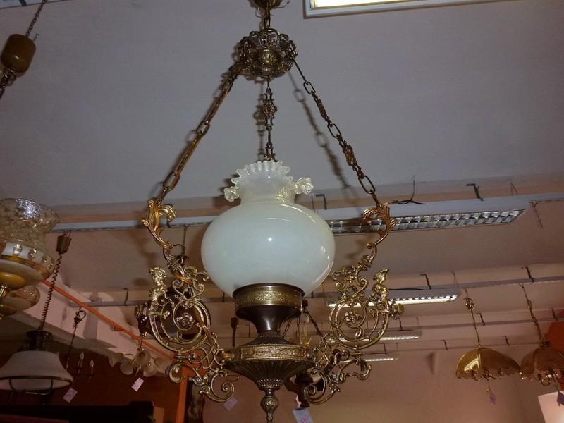 Levný starožitný lustr - zdobený