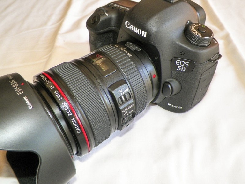 Canon EOS 5D Mark III with EF 24-70mm f/4L IS USM Lens