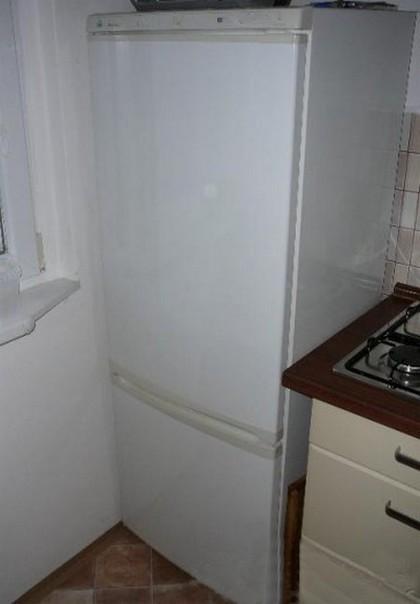Prodám zcela funkční kombinovanou lednici s mrazákem