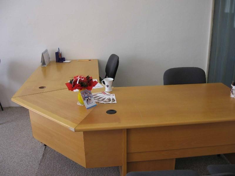 Prodám velký rohový kancelářský stůl