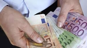 nabízejí půjčky mezi jednotlivými během 72 hodin.