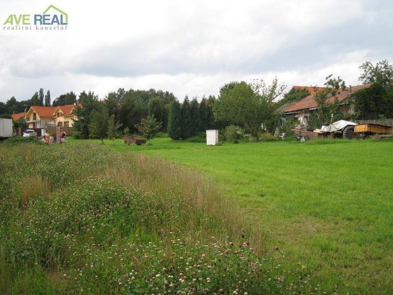 Prodej st. pozemku 1.379m2, Nechánice u Sulic, okr. Praha východ
