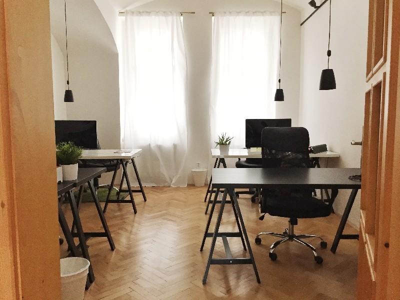 Kancelářské místo za 3490 Kč/ měsíc