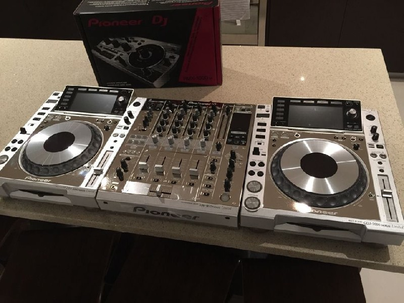2X PIONEER CDJ-900 +1 DJM-2000 MIXER PACKAGE
