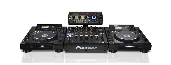 PRODEJ: 2x Pioneer CDJ-2000NXS2 / Pioneer DDJ-RZ / Numark NS7 / Allen & Heath XONE: 4D