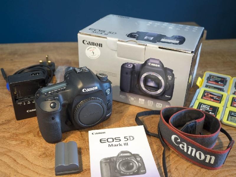 Canon EOS 5D Mark III 22.3 MP Digital SLR fotoaparáty